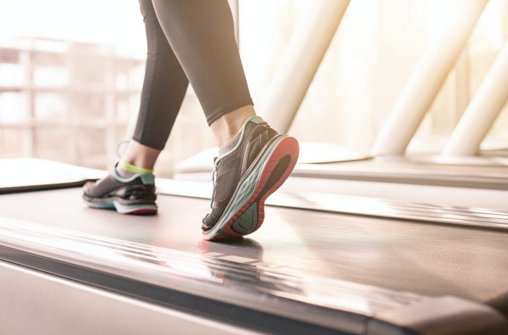 هل يمكنك إنقاص الوزن بمجرد ممارسة رياضة المشي ؟